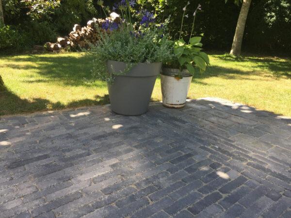 abbeystones-20x5x7-grijs-zwart-sfeerfoto